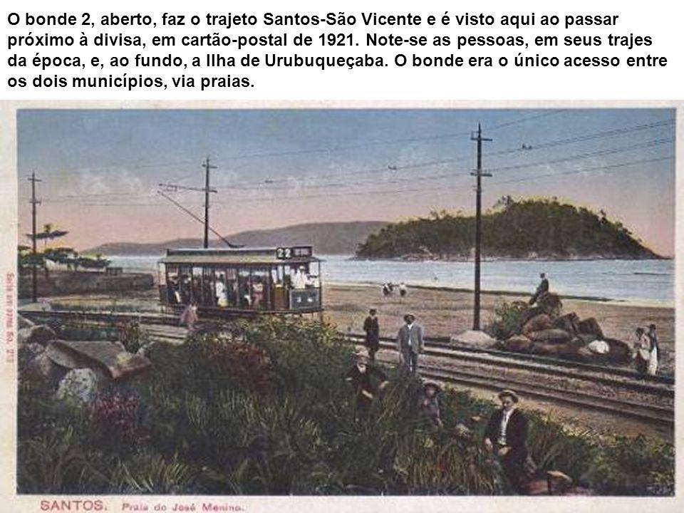 Em foto de 1942, a praia do José Menino, com bicicletas e automóveis na faixa de areia e até um fotógrafo lambe-lambe. Dominando a paisagem, a Ilha Ur