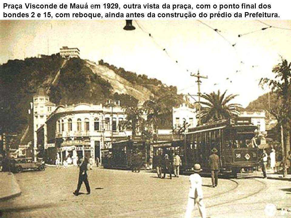 O mesmo local, com destaque para o cinema, em 1939, entre a então Rua Marechal Deodoro (à esquerda) e a Avenida Ana Costa.