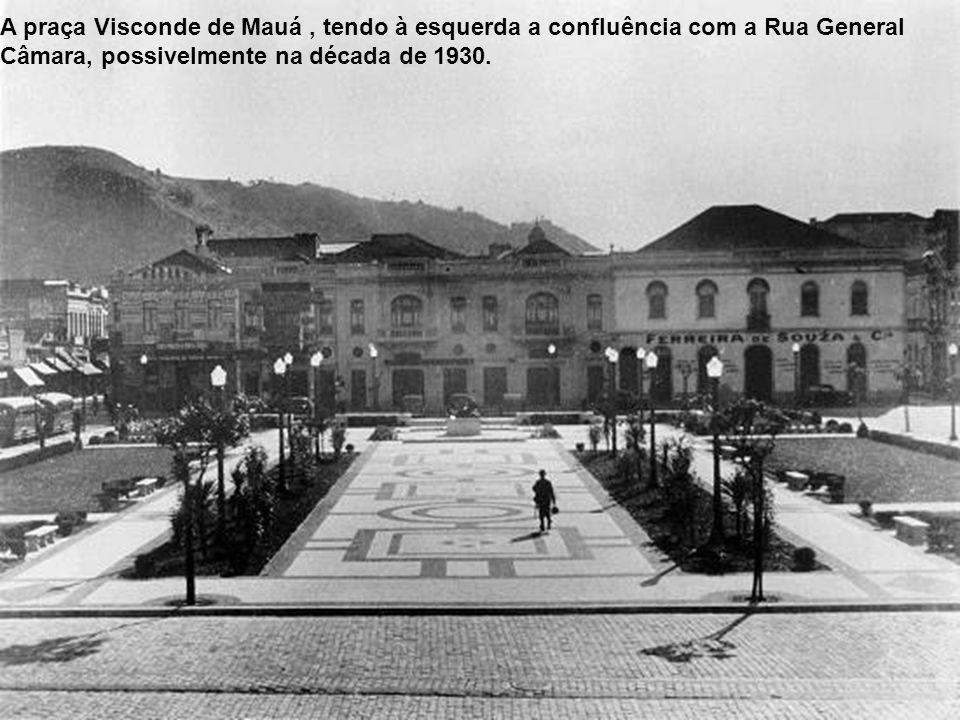 Praça Visconde de Mauá em 1929, outra vista da praça, com o ponto final dos bondes 2 e 15, com reboque, ainda antes da construção do prédio da Prefeit