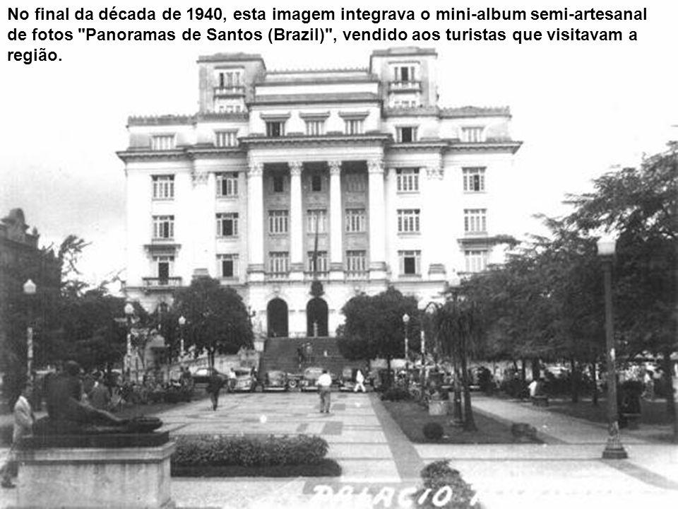 Nesta foto, da década de 1930, a Praça Mauá com o Monte Serrat ao fundo, e o ponto de parada do bonde 4 (que ligava o Centro à Ponta da Praia, via Con