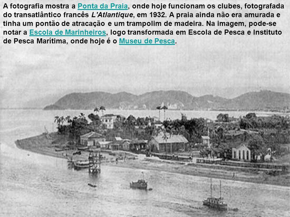 Este cartão-postal editado no ano de 1942 pela Comissão Brasileira dos Centenários de Portugal mostra um trecho da praia do José Menino, com estaciona