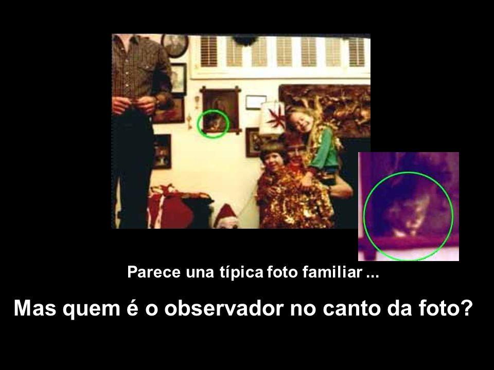 Parece una típica foto familiar... Mas quem é o observador no canto da foto?
