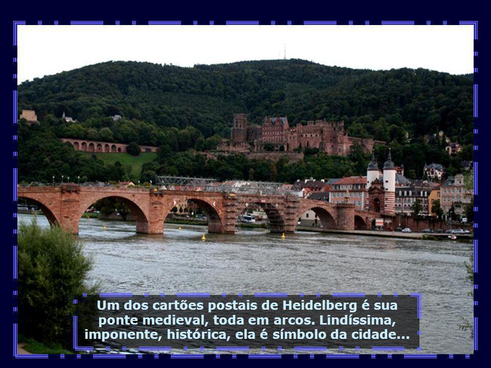 Heidelberg possui aproximadamente 150.000 habitantes e localiza-se bem próxima de Frankfurt, a apenas 80 km...