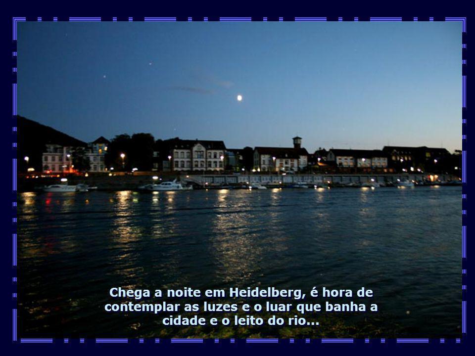 O caudaloso rio proporciona em Heidelberg o espetáculo do pôr-do-sol, o maravilhoso e romântico entardecer, traduzindo-se num momento de rara beleza...