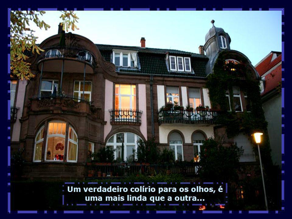 A orla do rio é uma vitrine a céu aberto de belíssimas casas e palacetes...