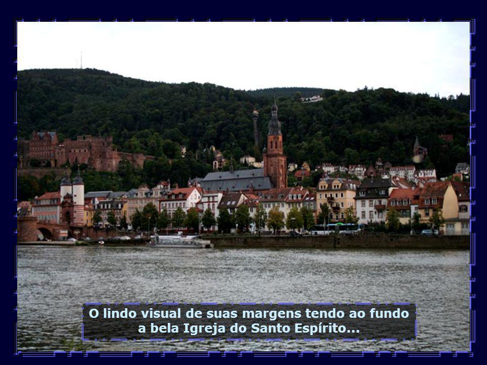 Chega a noite em Heidelberg, é hora de contemplar as luzes e o luar que banha a cidade e o leito do rio...