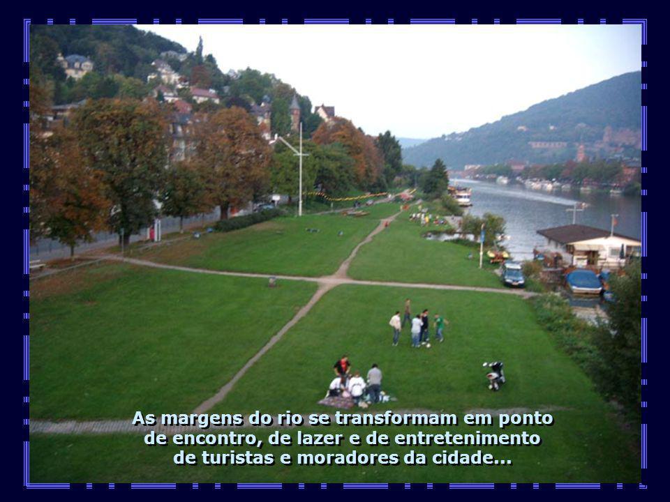 As margens do rio se transformam em ponto de encontro, de lazer e de entretenimento de turistas e moradores da cidade...