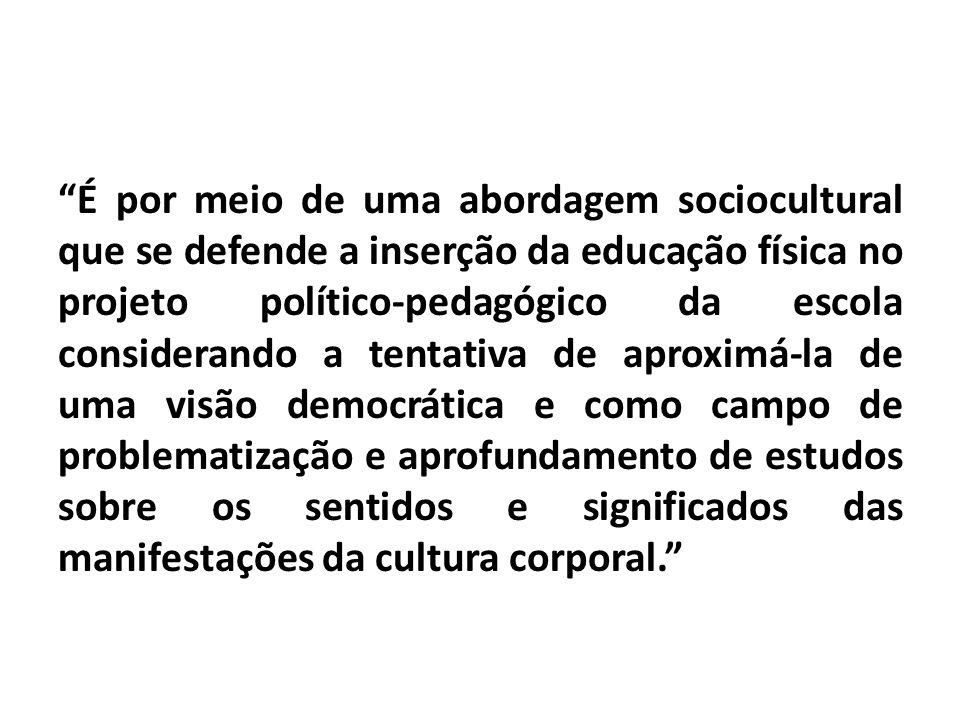 """""""É por meio de uma abordagem sociocultural que se defende a inserção da educação física no projeto político-pedagógico da escola considerando a tentat"""