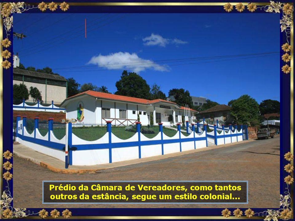 Igreja Santa Catarina, construída em 1984, com capacidade para 500 pessoas, é sede da Paróquia Católica que compreende os municípios de Piratuba e Ipi