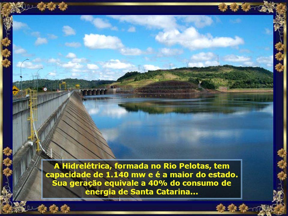 Vamos agora conhecer a Hidrelétrica de Machadinho, a 18km de Piratuba, a maior do estado. Ela está localizada entre os municípios de Piratuba-SC e Max