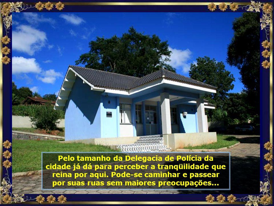 A Hidrelétrica, formada no Rio Pelotas, tem capacidade de 1.140 mw e é a maior do estado. Sua geração equivale a 40% do consumo de energia de Santa Ca