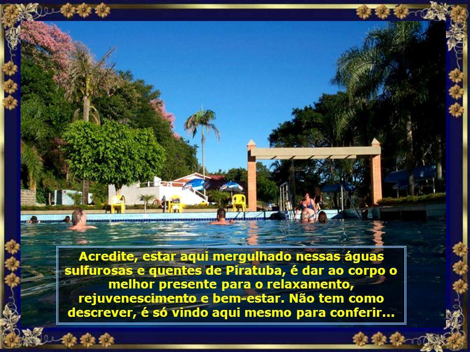 As seções de hidroginástica são marcadas por um clima de festa e amizade, numa perfeita interação entre pessoas vindas de todas as partes do Brasil e