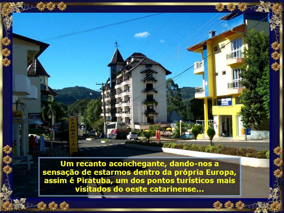 Piratuba tem aproximadamente 6.000 habitantes. Sua história iniciou-se em 1910 com a construção da ferrovia São Paulo-Rio Grande do Sul, onde aqui foi