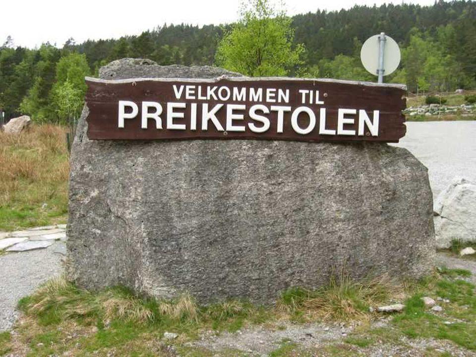 Próximo a Stavanger, na Noruega, há uma rocha misteriosa com 600 metros de altura no fiorde Lysefjorden...
