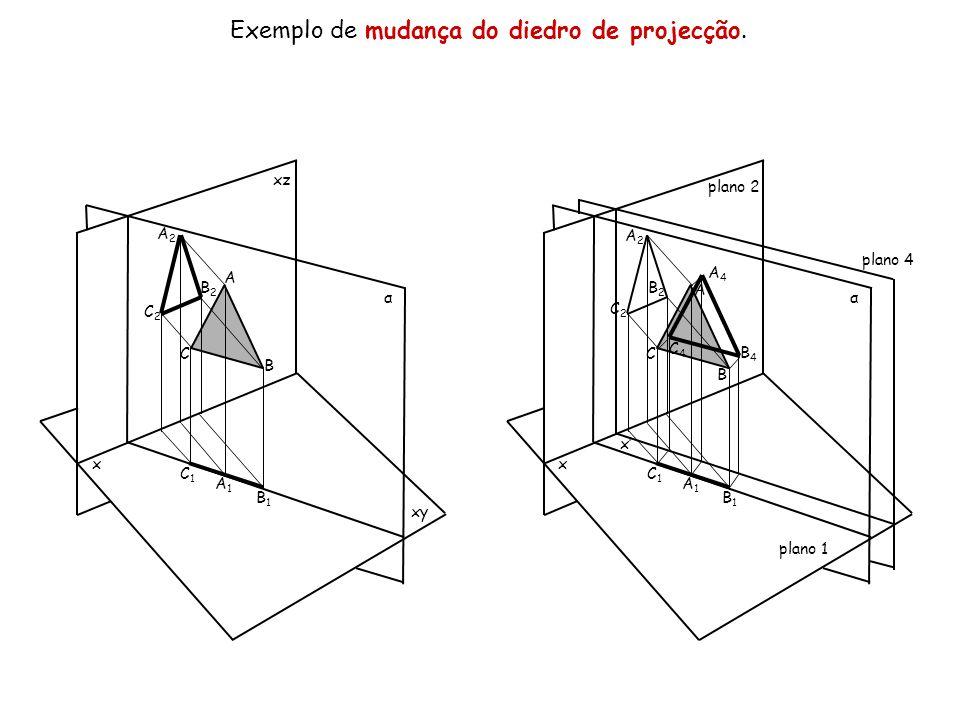 Exemplo de mudança do diedro de projecção. x xz xy α A B C A2A2 B2B2 C2C2 C1C1 A1A1 B1B1 x plano 2 plano 1 α A B C A2A2 B2B2 C2C2 C1C1 A1A1 B1B1 C4C4