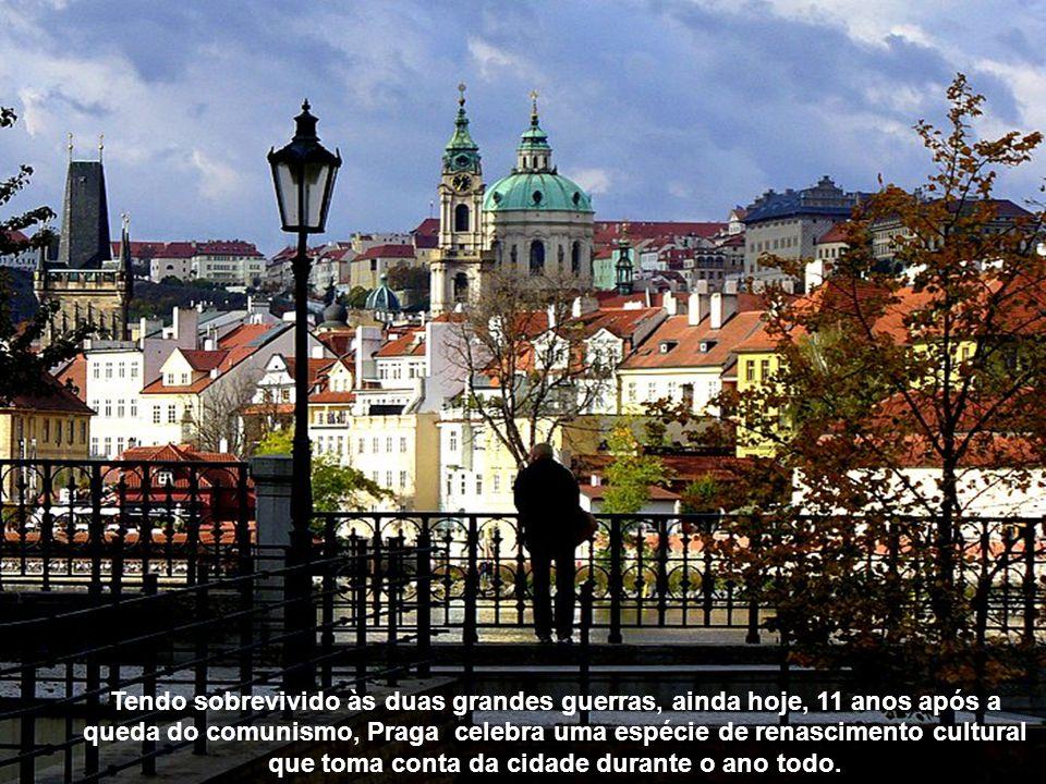 Praga está enquadrada por quinze pontes grandes.
