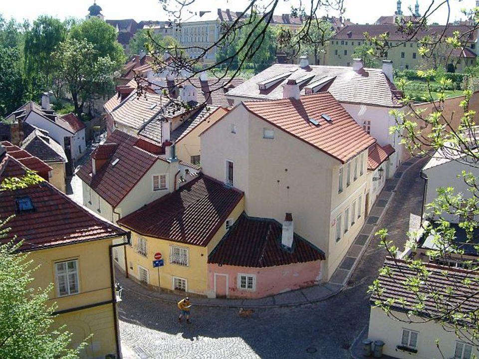 Uma das mais belas capitais da Europa, Praga permanece praticamente intocada em sua atmosfera melancólica, tão característica da Europa do Leste.