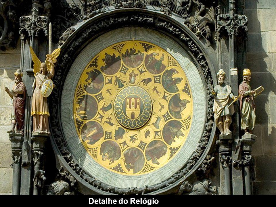 O famoso Relógio Meteorológico na Cidade Velha