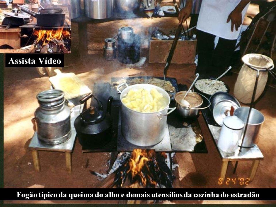 Fogão típico da queima do alho e demais utensílios da cozinha do estradão Assista Vídeo