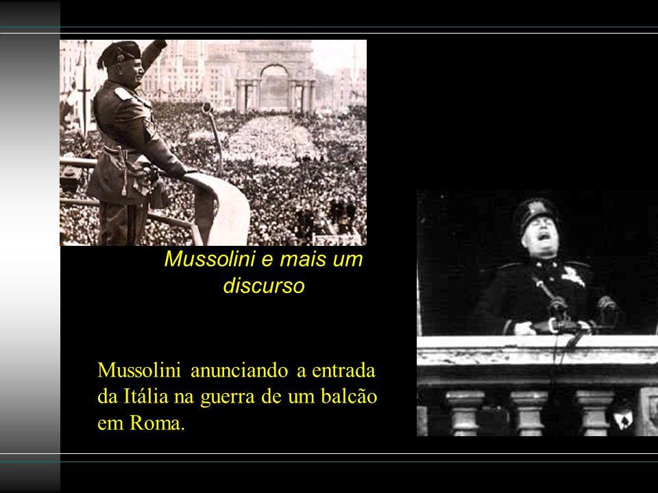 Mussolini e mais um discurso Mussolini anunciando a entrada da Itália na guerra de um balcão em Roma.