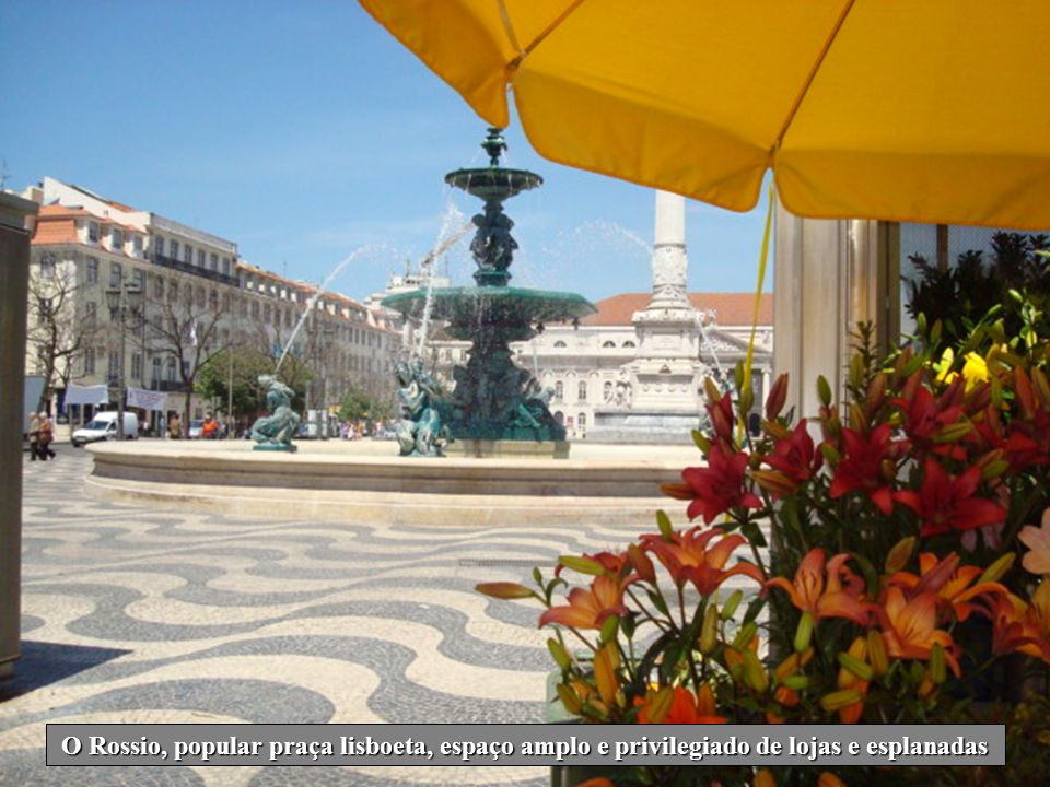 A Praça da Figueira onde se ergue a estátua de D. João I, é local de passagem obrigatório