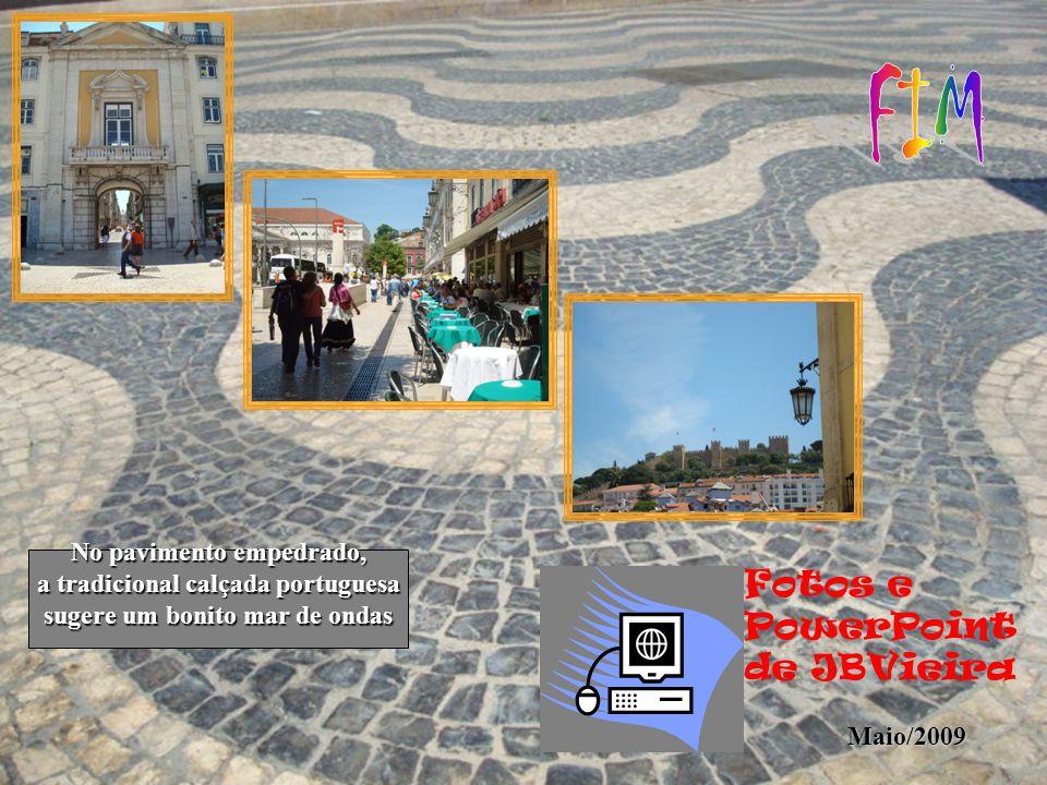 A Praça D. Pedro V, apelidada pelos lisboetas de Rossio, é o centro da Capital, que nacionais e estrangeiros visitam diariamente