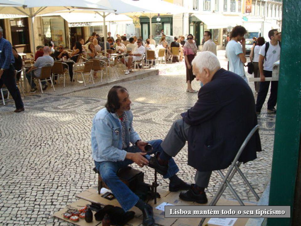 A aliciante zona do Chiado que reporta para a ambiência romântica e progressista do séc. XIX