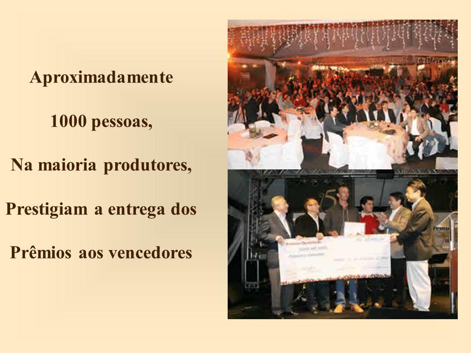 Aproximadamente 1000 pessoas, Na maioria produtores, Prestigiam a entrega dos Prêmios aos vencedores