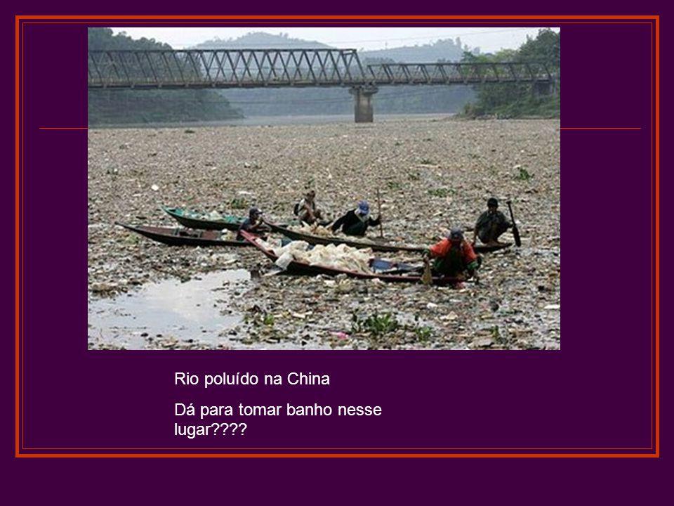 Rio poluído na China Dá para tomar banho nesse lugar????