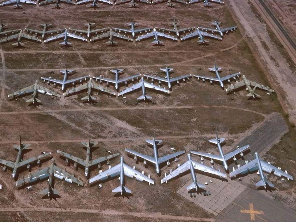 É difícil imaginar o tamanho do Cemitério e o número de aviões que são armazenados ali.