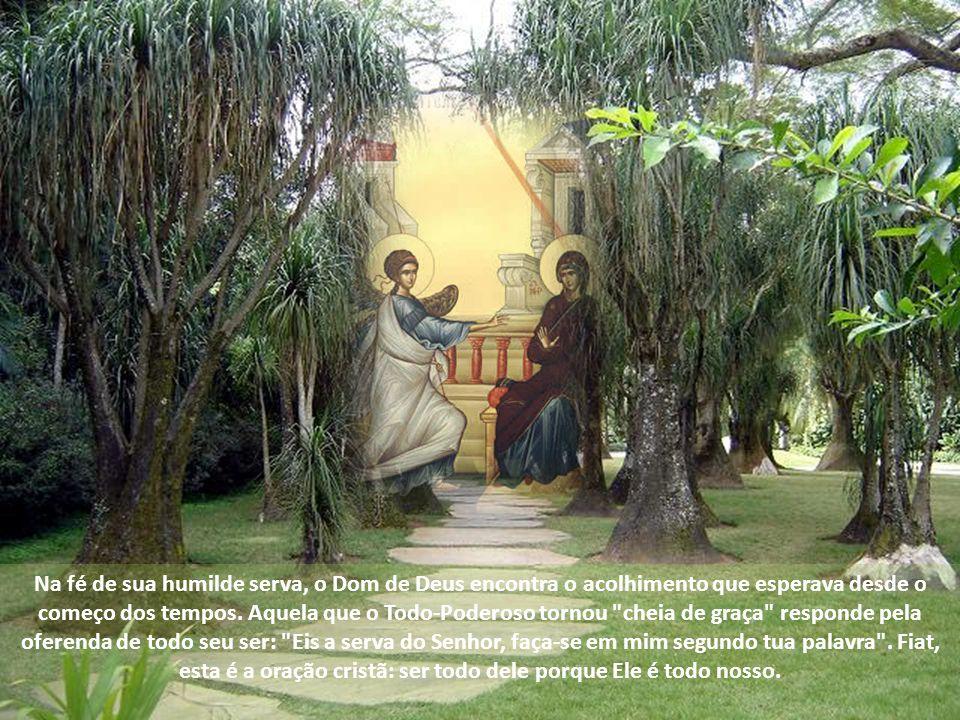 Oração de Maria e Anunciação A oração de Maria nos é revelada na aurora da plenitude dos tempos. Antes da Encarnação do Filho de Deus e antes da efusã