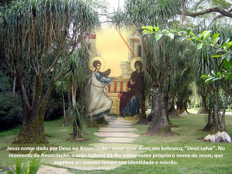 Jesus nome dado por Deus na Anunciação : Jesus quer dizer, em hebraico, Deus salva .
