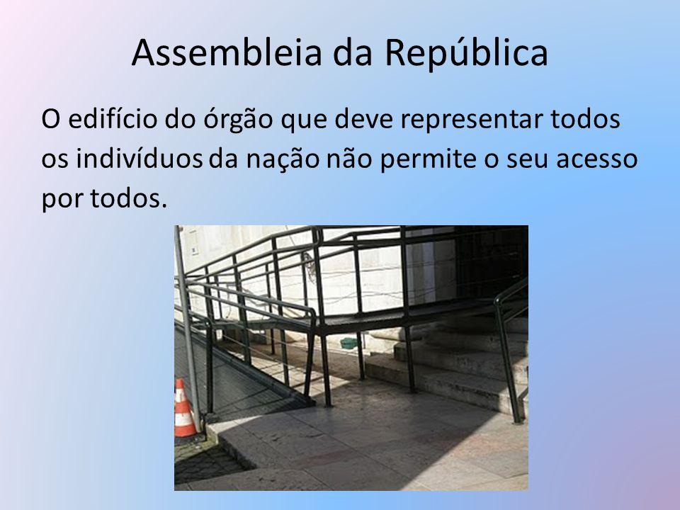 Assembleia da República O edifício do órgão que deve representar todos os indivíduos da nação não permite o seu acesso por todos.
