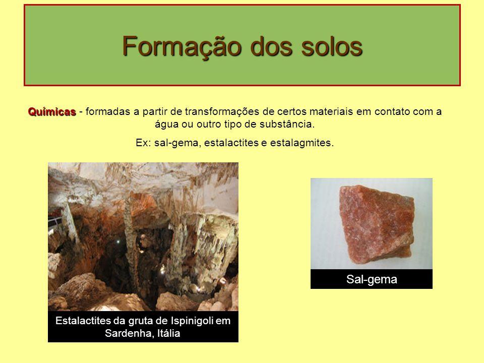 Formação dos solos Químicas Químicas - formadas a partir de transformações de certos materiais em contato com a água ou outro tipo de substância. Ex: