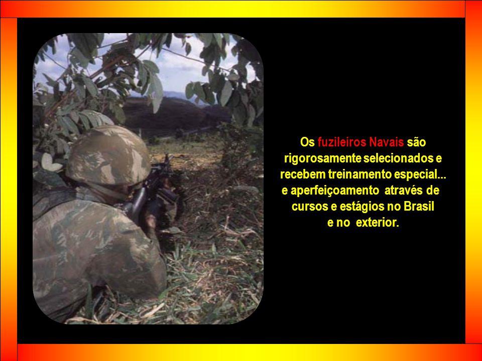 Os fuzileiros Navais são rigorosamente selecionados e recebem treinamento especial...