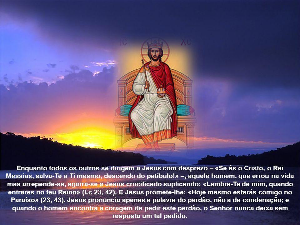 3. E, por último, Cristo é o centro da história da humanidade e de cada homem. A Ele podemos referir as alegrias e as esperanças, as tristezas e as an