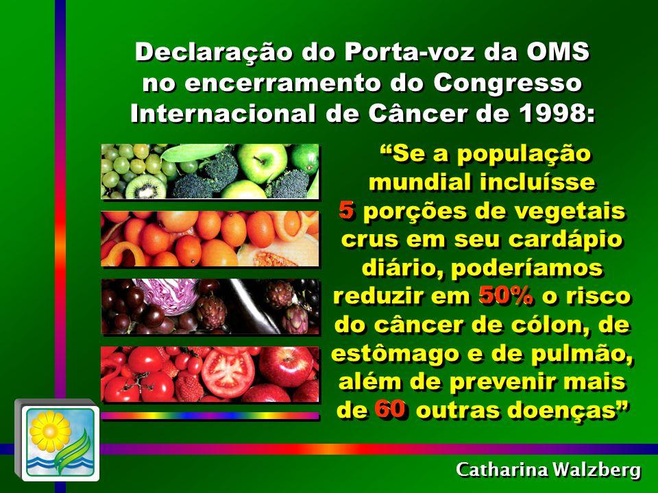 Catharina Walzberg Os antioxidantes dos vegetais crus neutralizam os radicais livres que provocam a degeneração e a morte das células.