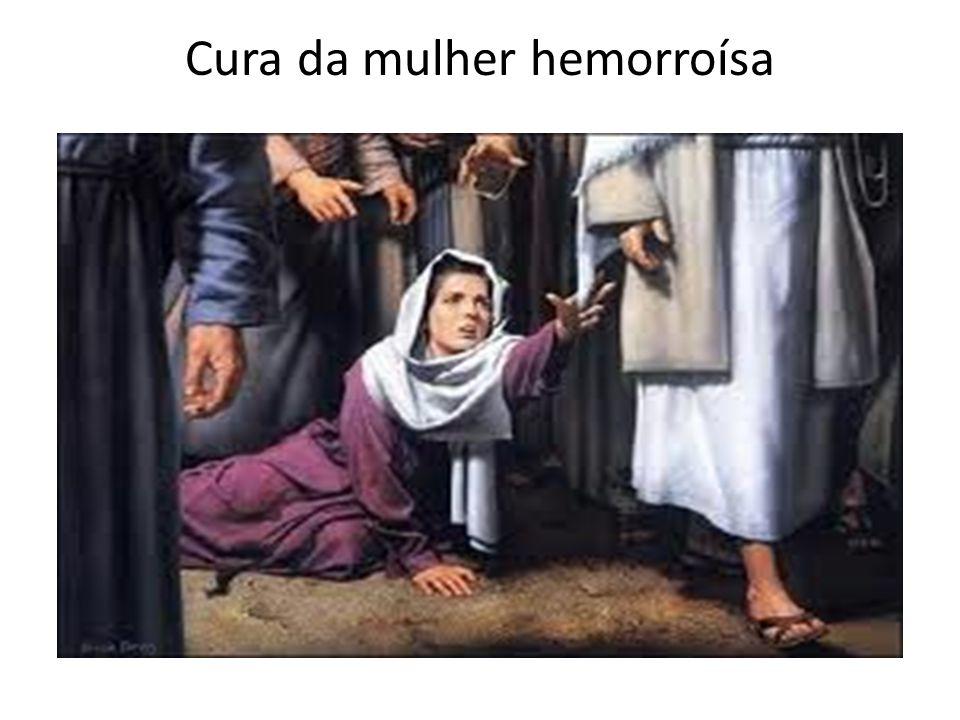 Celebração do mistério cristão -A mulher é curada ao TOCAR o manto de Jesus- -Sacramentos sinais sensíveis da graça Alguém me tocou; eu senti que uma força Saía de mim (Lc 8,46) ...dele saía uma força (Lc 6,19)