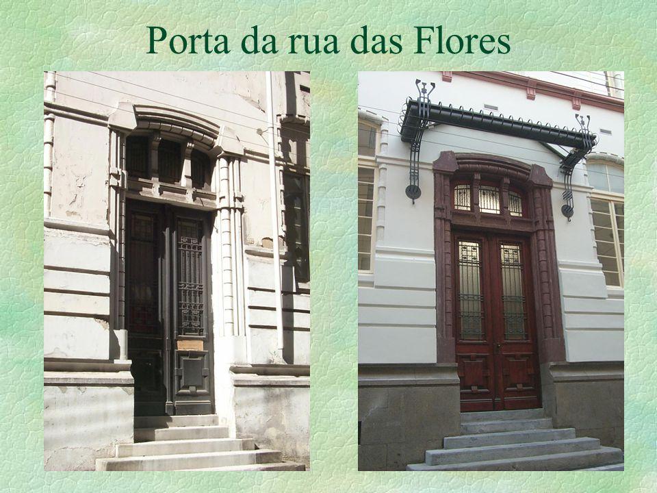 Porta da rua das Flores