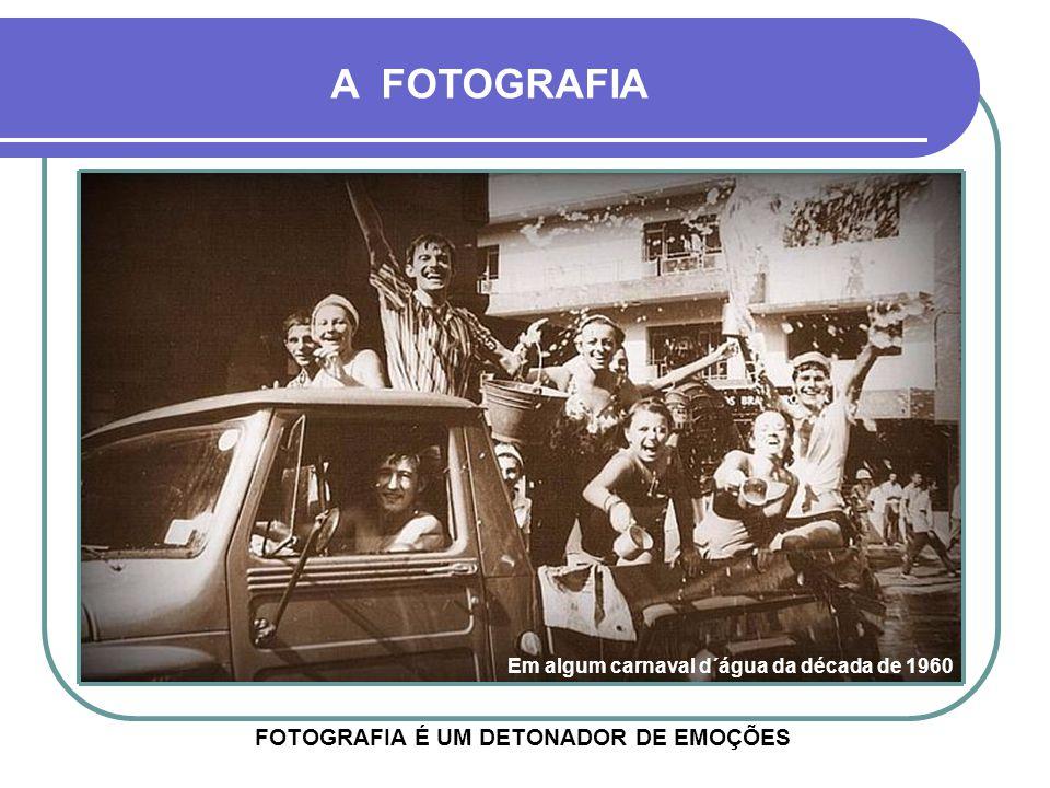 A FOTOGRAFIA FOTOGRAFIA É UMA MÁQUINA DO TEMPO, POIS TEM A CAPACIDADE DE NOS LEVAR AO PASSADO Escolinha Carlos Gomes