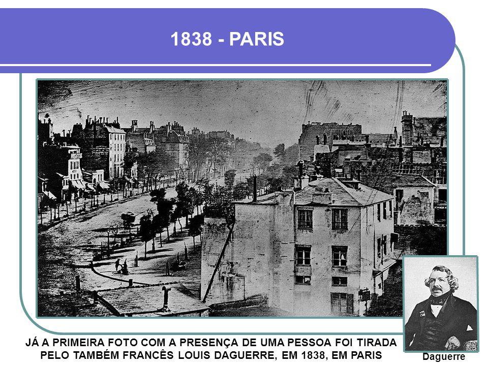 1838 - PARIS JÁ A PRIMEIRA FOTO COM A PRESENÇA DE UMA PESSOA FOI TIRADA PELO TAMBÉM FRANCÊS LOUIS DAGUERRE, EM 1838, EM PARIS Daguerre