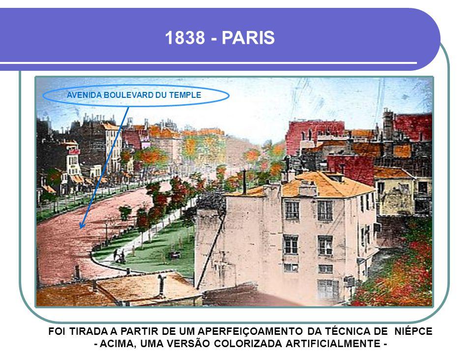 FOI TIRADA A PARTIR DE UM APERFEIÇOAMENTO DA TÉCNICA DE NIÉPCE - ACIMA, UMA VERSÃO COLORIZADA ARTIFICIALMENTE - 1838 - PARIS AVENIDA BOULEVARD DU TEMPLE