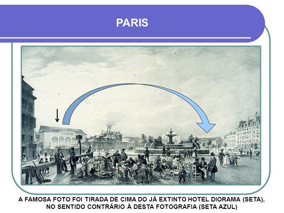 PARIS A FAMOSA FOTO FOI TIRADA DE CIMA DO JÁ EXTINTO HOTEL DIORAMA (SETA), NO SENTIDO CONTRÁRIO À DESTA FOTOGRAFIA (SETA AZUL)