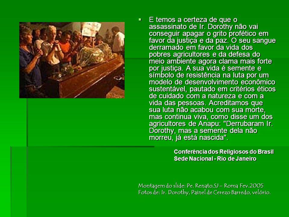  Numa homenagem e ato de apoio prestada pela CRB Regional, no dia 20 de agosto de 2004, em Belém, Ir. Dorothy, diante de Bispos e de toda a VR ali re