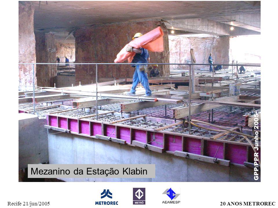 20 ANOS METRORECRecife 21/jun/2005 Mezanino da Estação Klabin