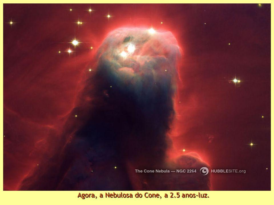Quinto lugar: Nebulosa Hourglass e seu misterioso estreitamento central, situada a 8000 anos-luz Quinto lugar: Nebulosa Hourglass e seu misterioso estreitamento central, situada a 8000 anos-luz.