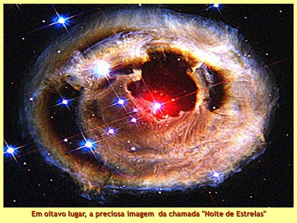 Sétimo lugar: fragmento da Nebulosa do Cisne, situada a 5500 anos-luz de distancia.Descrita como borbulhante oceano de hidrogenio com porções de oxigênio, enxofre e outros elementos Sétimo lugar: fragmento da Nebulosa do Cisne, situada a 5500 anos-luz de distancia.Descrita como borbulhante oceano de hidrogenio com porções de oxigênio, enxofre e outros elementos