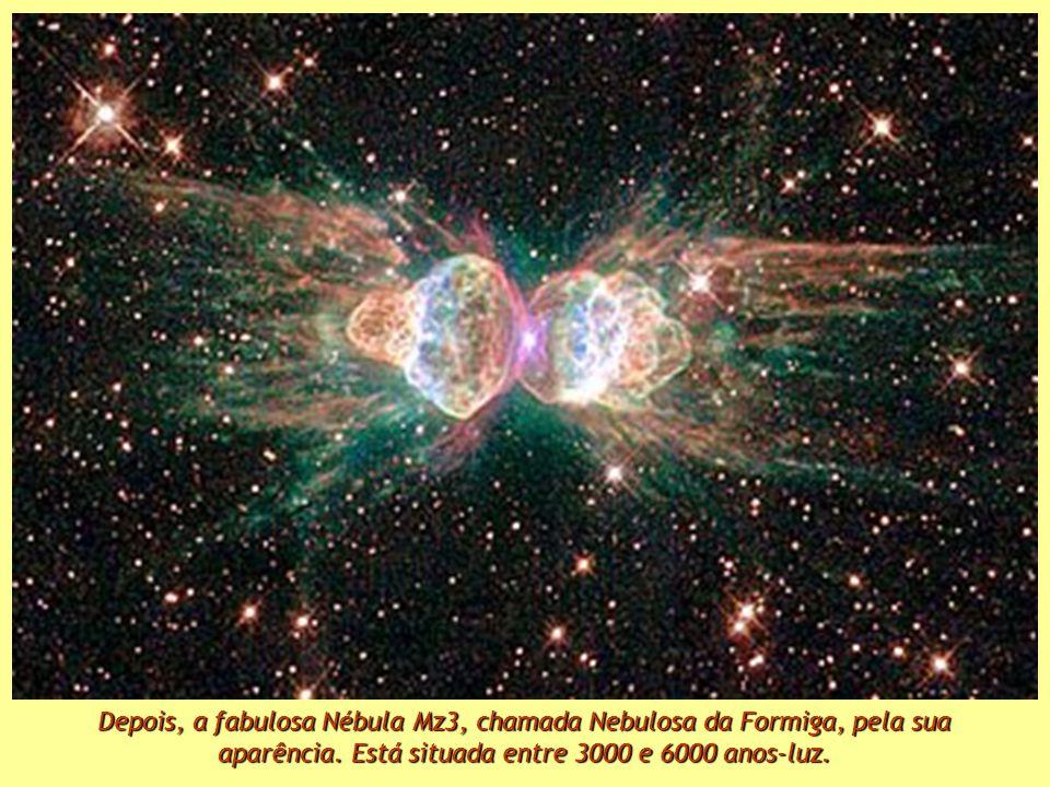 Primeiro, a Galaxia do Chapeu, ou a M 104. Fica à distância de uns 28 milhões de anos-luz.