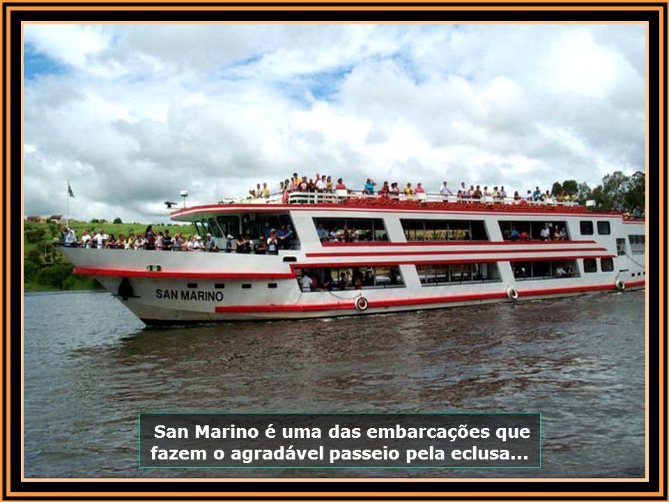 A hidrovia tem papel preponderante na economia da cidade. O rio, também, conhecido como rio das bandeiras desde antes do descobrimento do Brasil, se d
