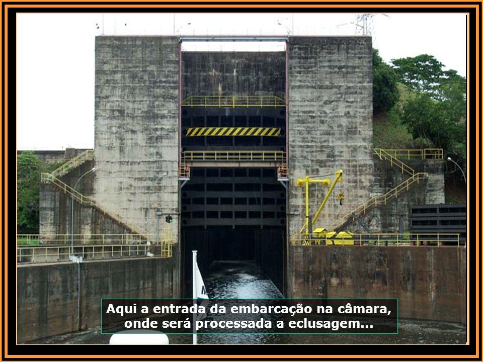 A hidrelétrica com suas quatro turbinas, geram energia elétrica de 140 megawatts de potência, o equivalente ao consumo de uma cidade com 500 mil habit